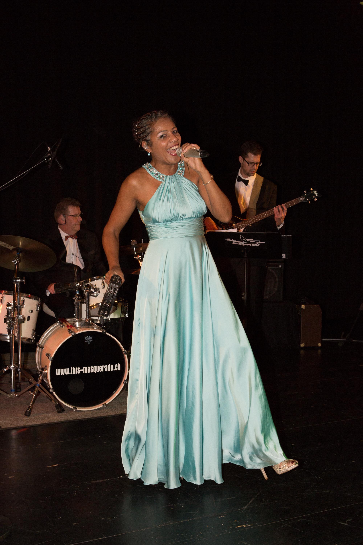 Sängerin Claudine am Frühlingsball 2018